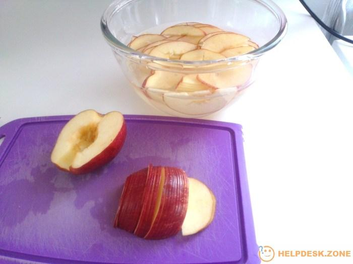 Cut the apples in halves and core them